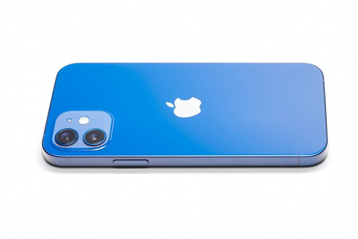 These tweets and memes about iPhone 14 are all so confused.