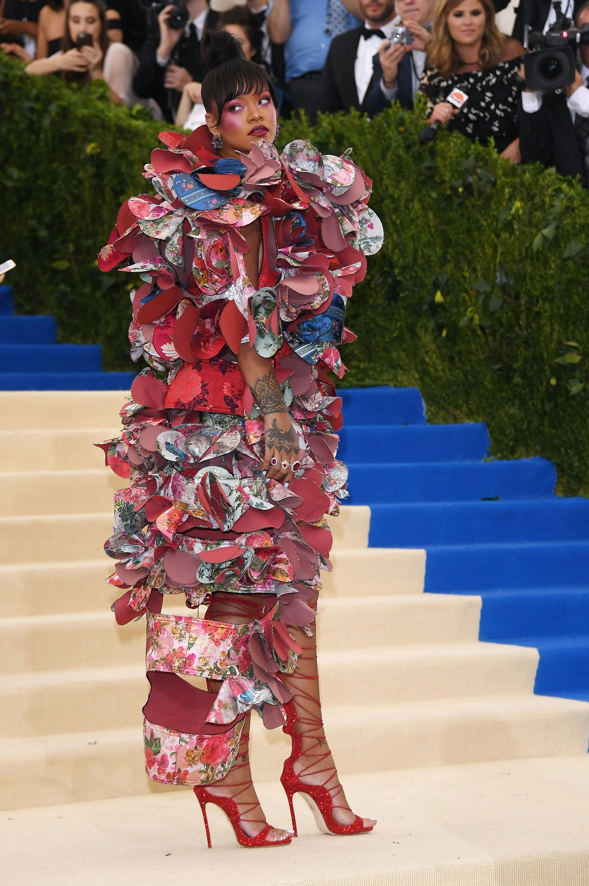 NEW YORK, NY - MAY 01:  Rihanna attends the Rei Kawakubo/Comme des Garcons: Art Of The In-Between Co...