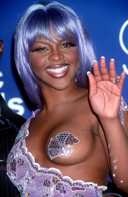 Arguably one of the best VMAs looks of all time, Lil' Kim resembled a stunning mermaid when she hit ...