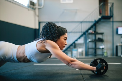 Your beginner's guide on how to use gym equipment, featuring ab rollers and more.