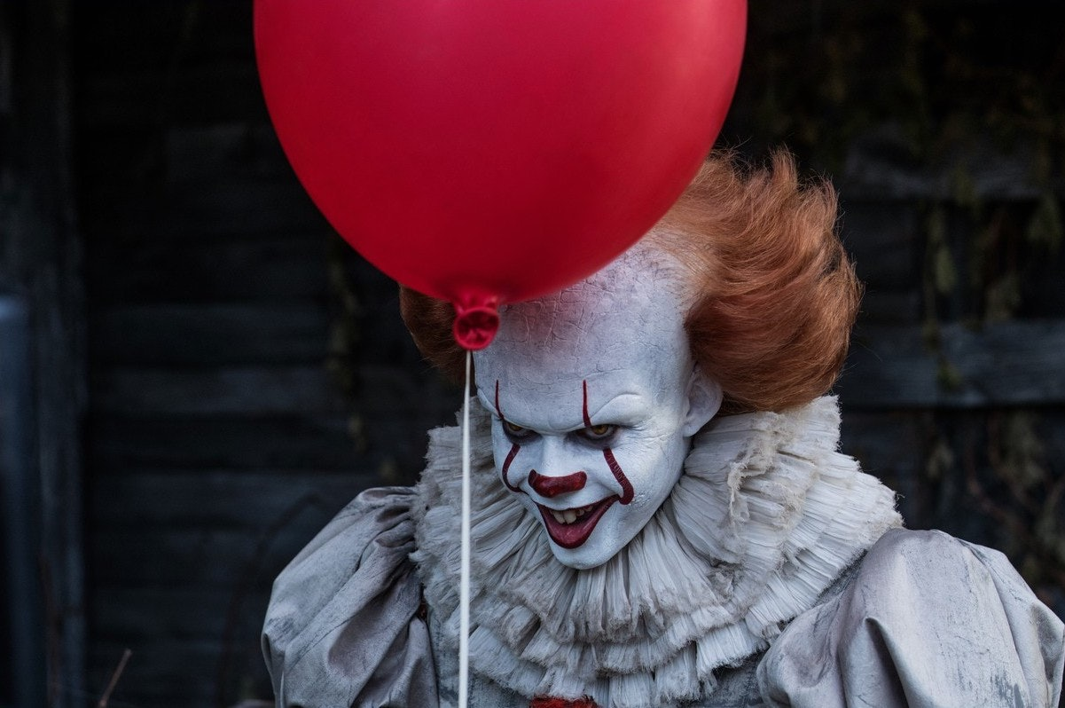 a63a9c74205 This Sexy Pennywise Halloween Costume Is A Lot