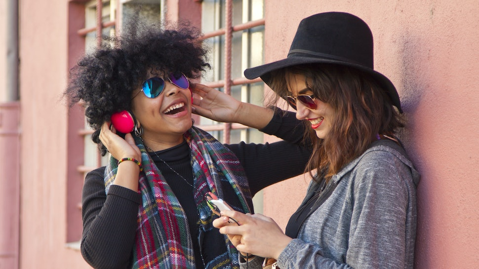 7 Apps For Making Friends In A New City, If Striking Up