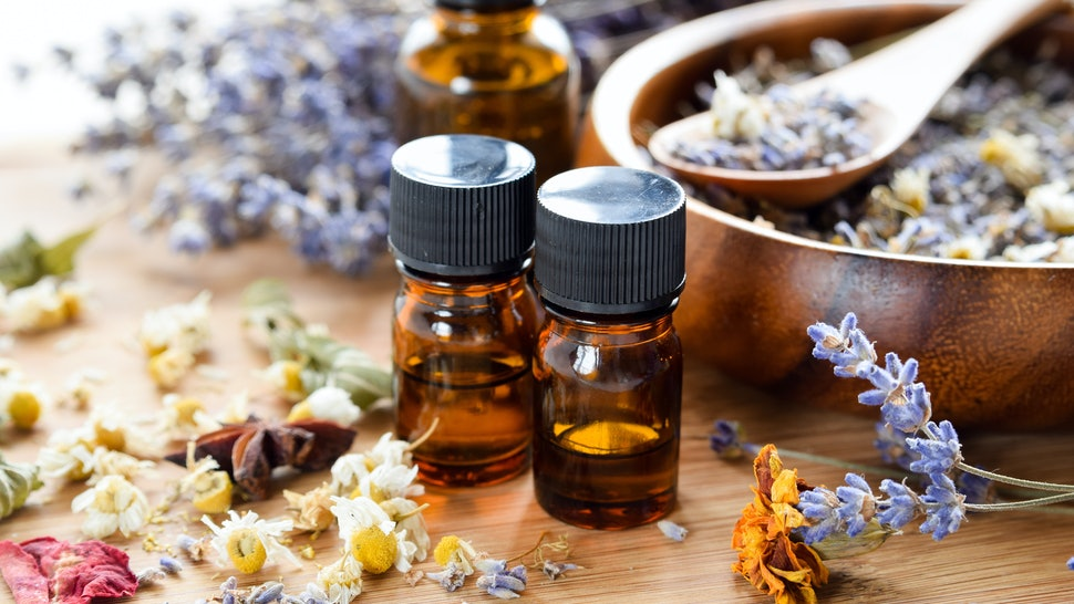 the 5 best essential oils for sleep