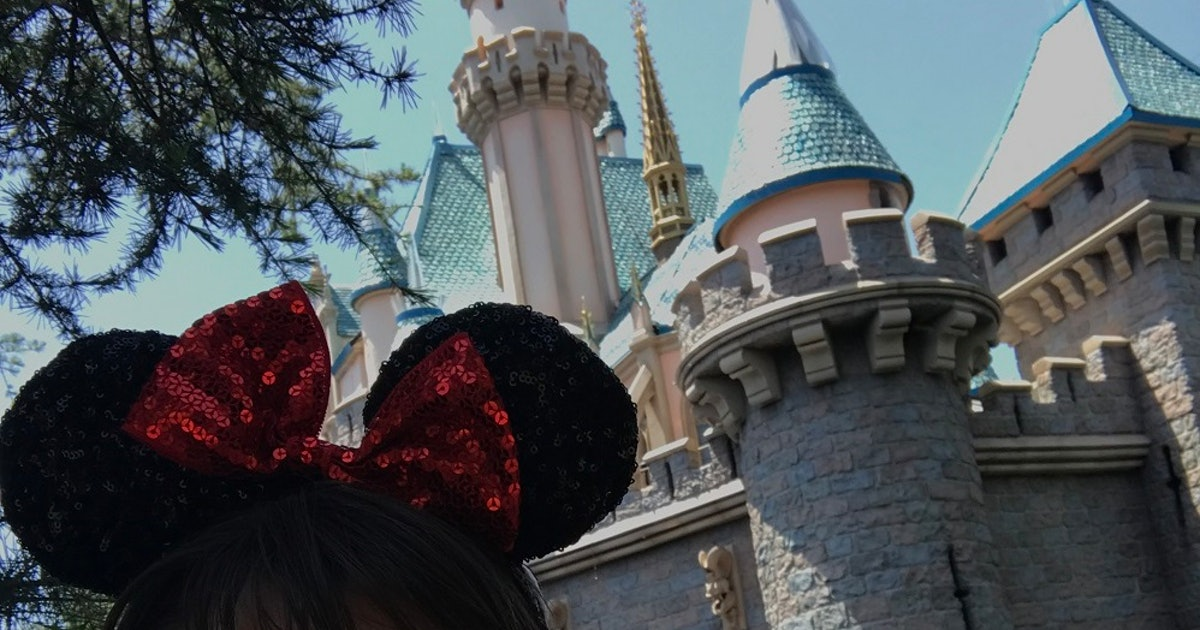 28 Instagram Captions For Disney When You Re Rocking Your Minnie Mouse Ears