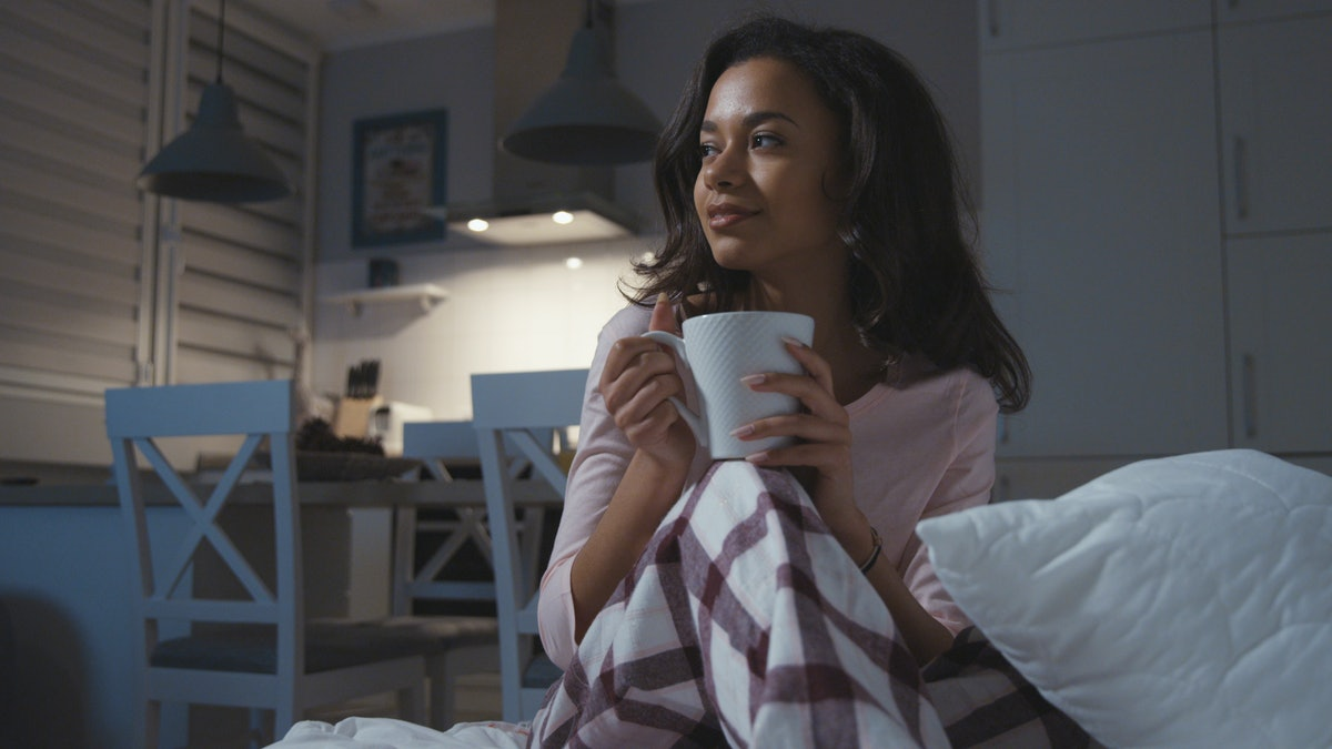 Drinking Apple Cider Vinegar Before Bed? You'll Reap These 6 Awesome Benefits The Next Morning