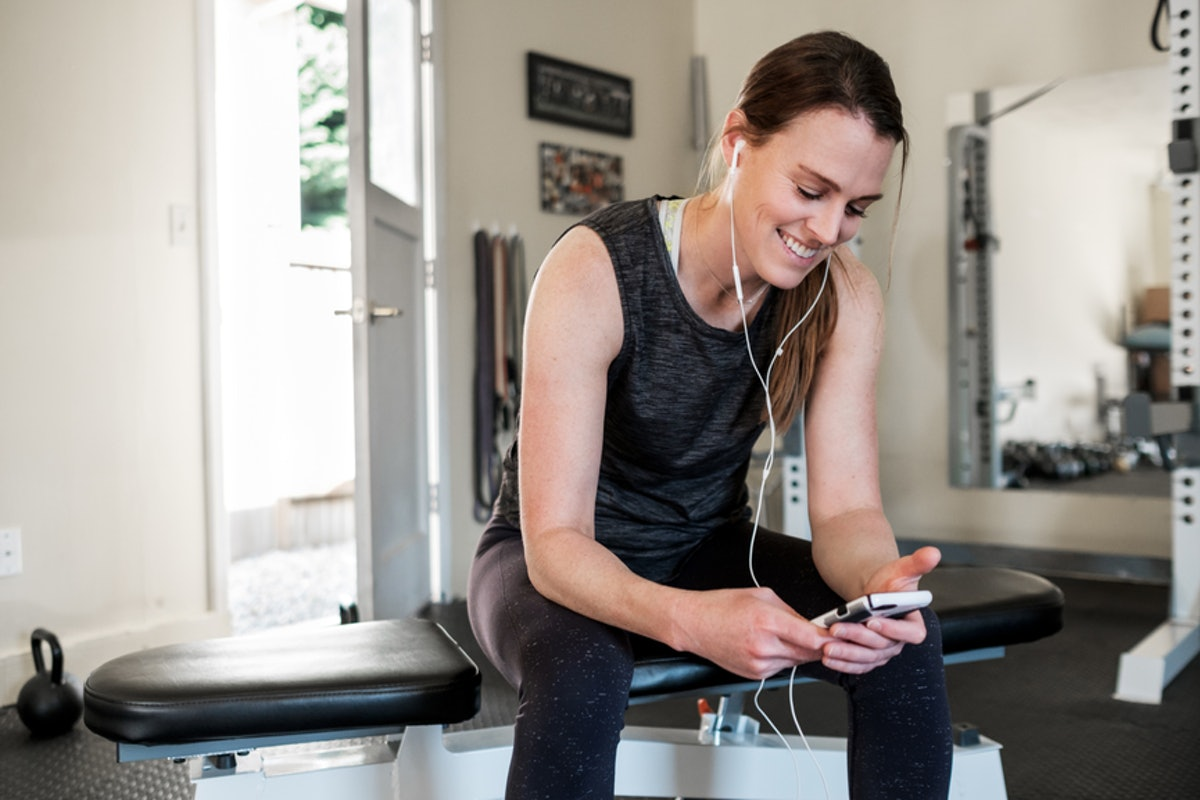 9 Gym Hacks For Beginners Who Want To Feel Comfortable & Confident With Their Workout