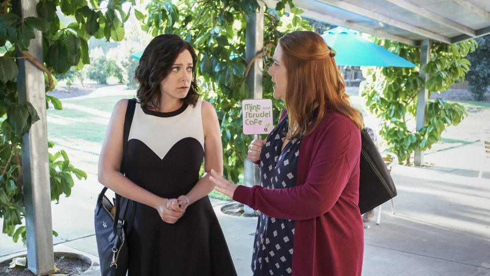 Rebecca's Friends On 'Crazy Ex-Girlfriend' Have To Stop Enabling Her