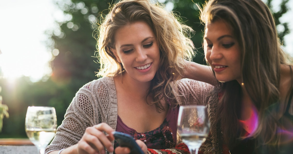 5 Flirty Texts To Send Your Friend With Benefits To Stay On