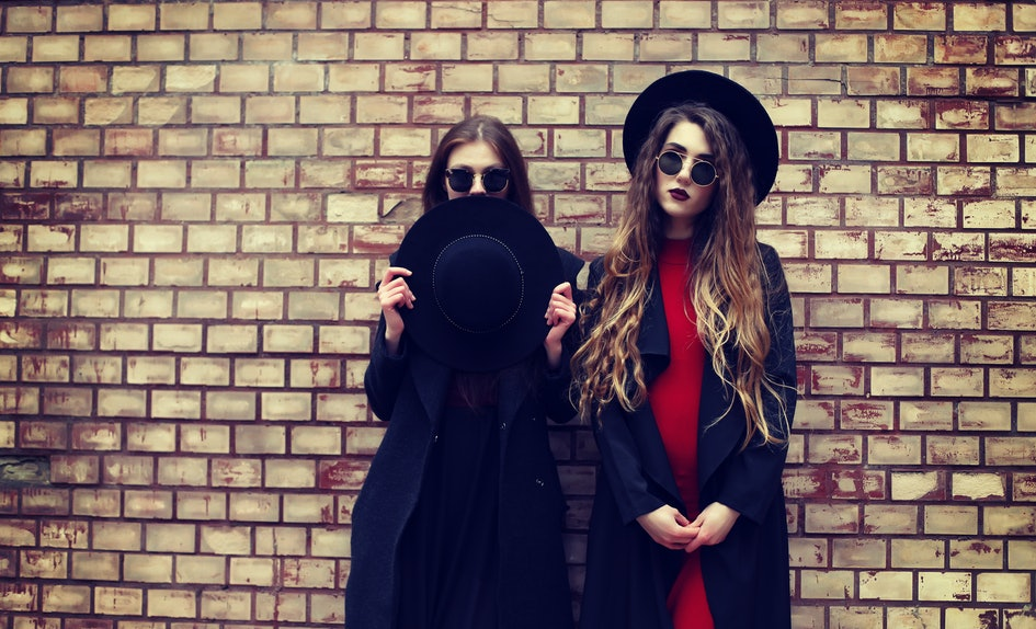 5 clever best friends halloween costumes for witty chicks their partners in crime
