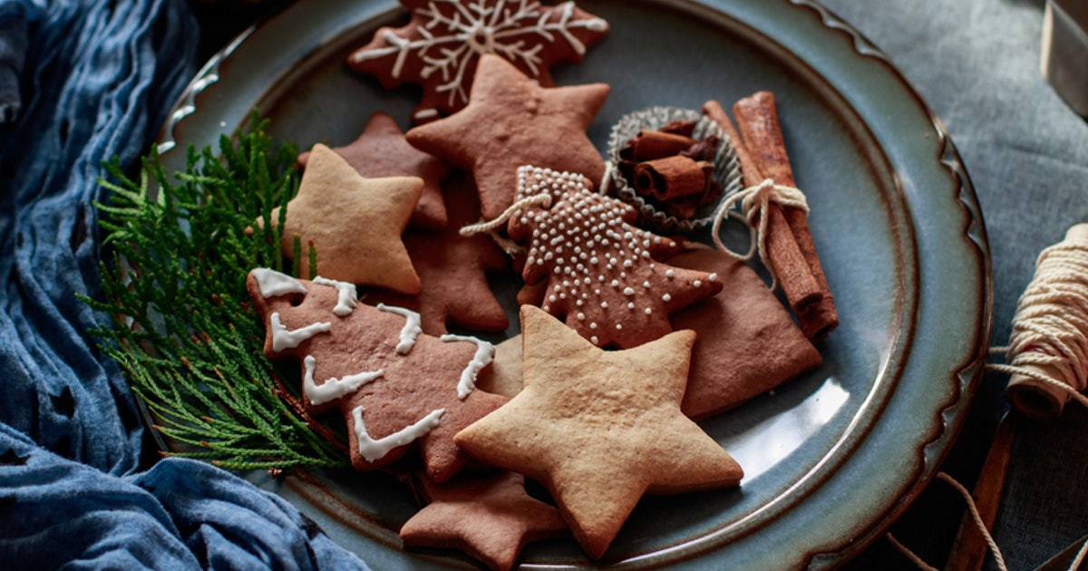 14 Vegan Christmas Cookie Recipes You'll Want To Keep Baking Long After The Holidays Are Over