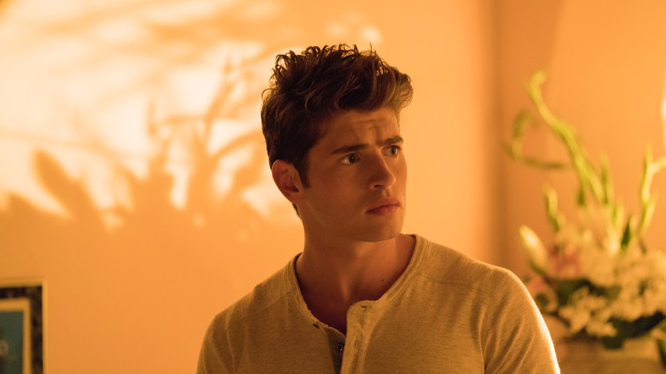 Who Plays Chase Stein On 'Runaways'? Gregg Sulkin Is Ready ...
