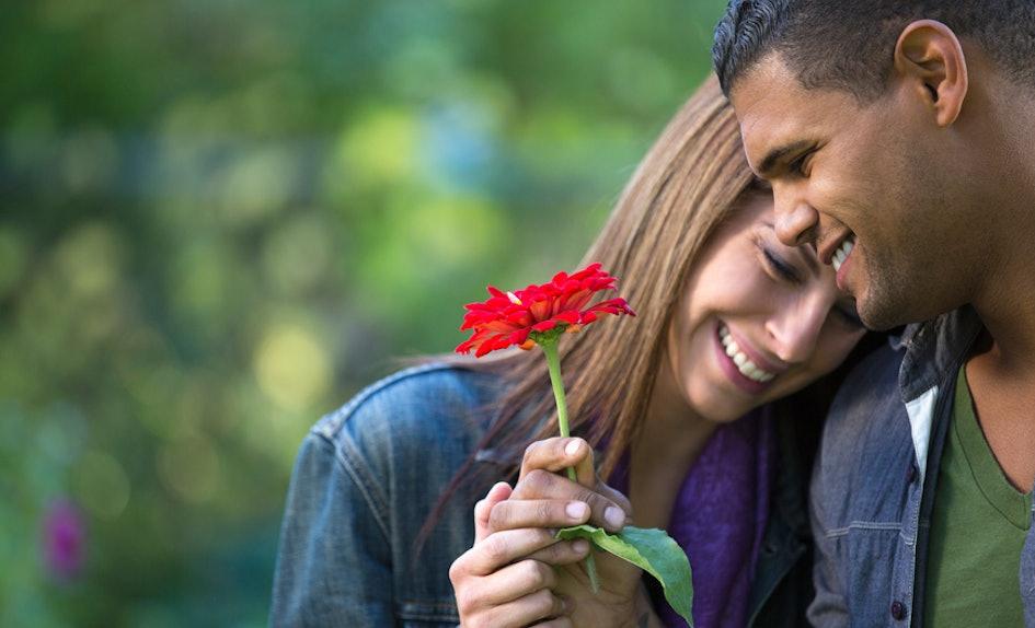 Ljubav i romantika u slici  - Page 5 48aa0562-c329-4ad3-9f3e-421a3c26afc1-woman-flower-man