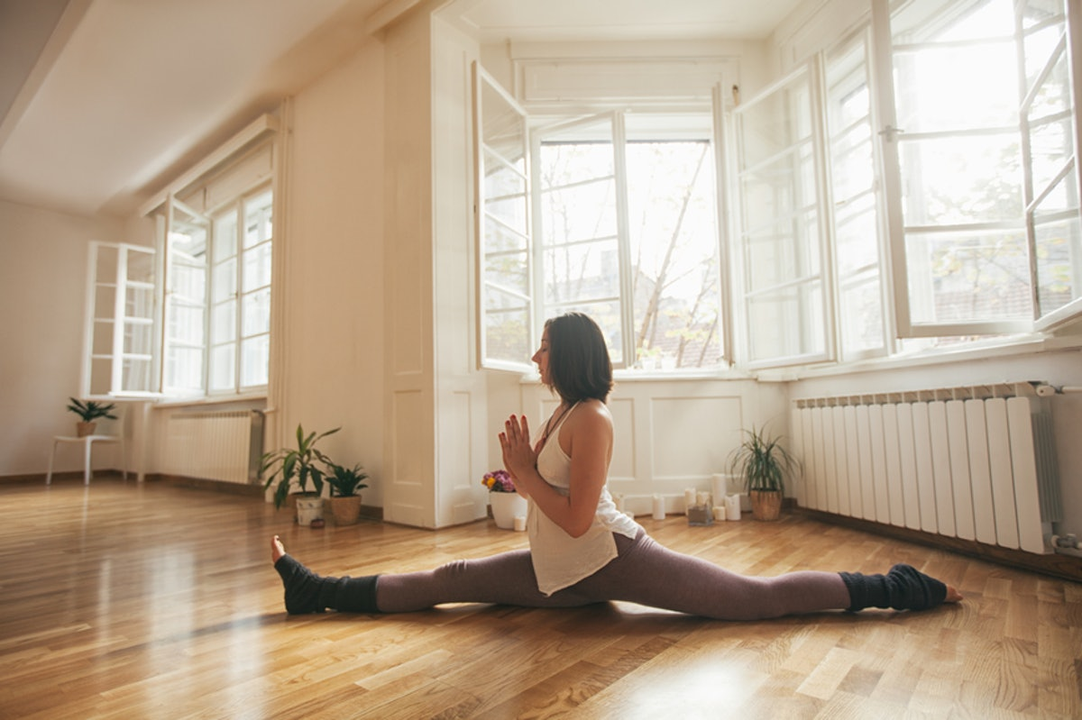 7 Stretches For Doing The Splits That'll Help You Get More & More Flexible Over Time