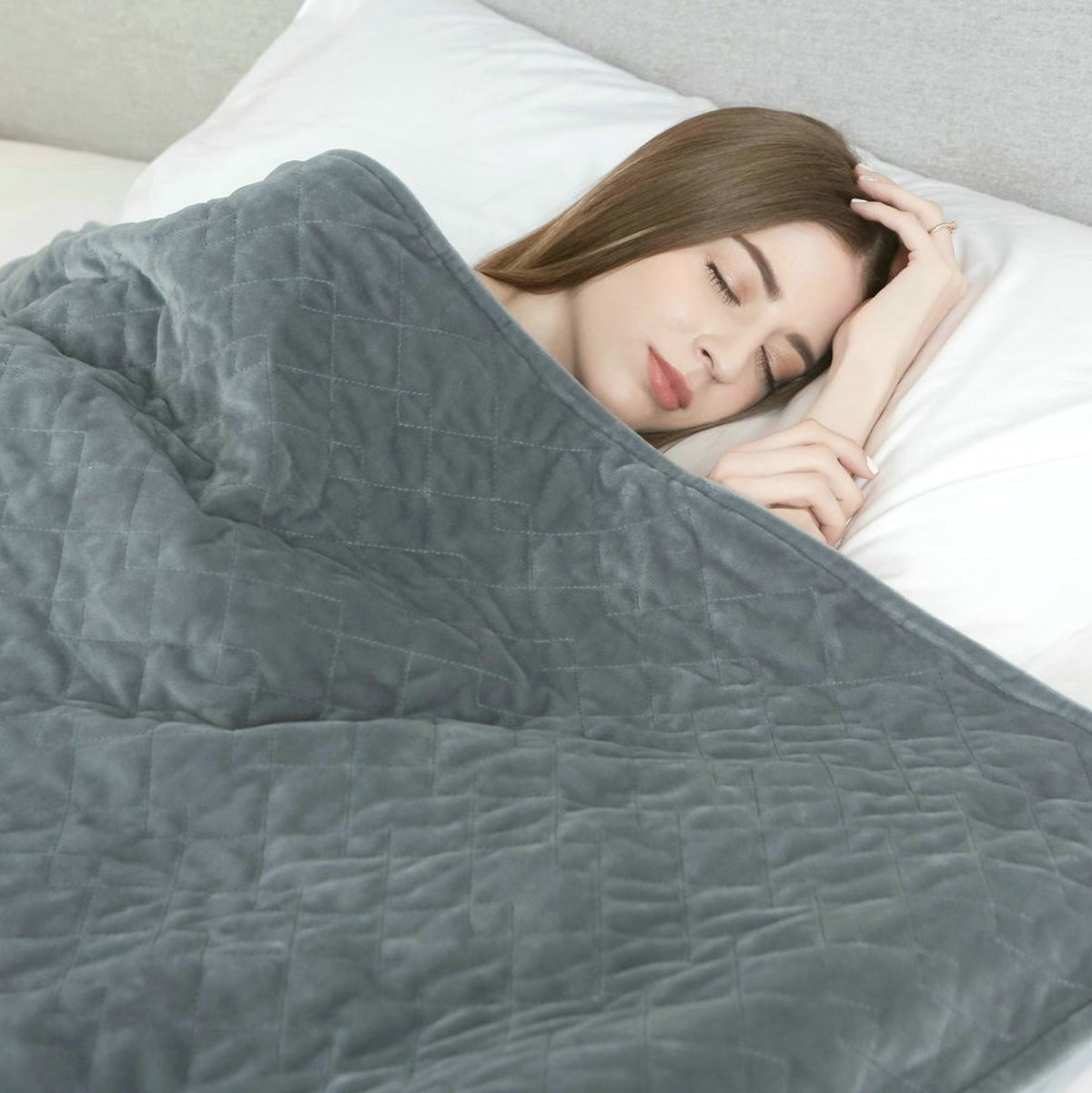 Do Weighted Blankets Work? This Is How They Can Help Anxiety, Insomnia, & Other Issues