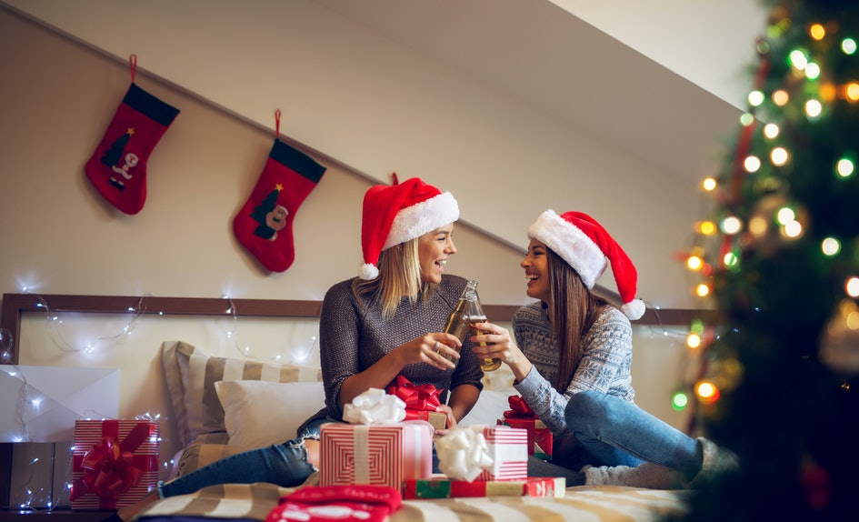 8 things to do on christmas with your best friend thatll bring on the holiday cheer