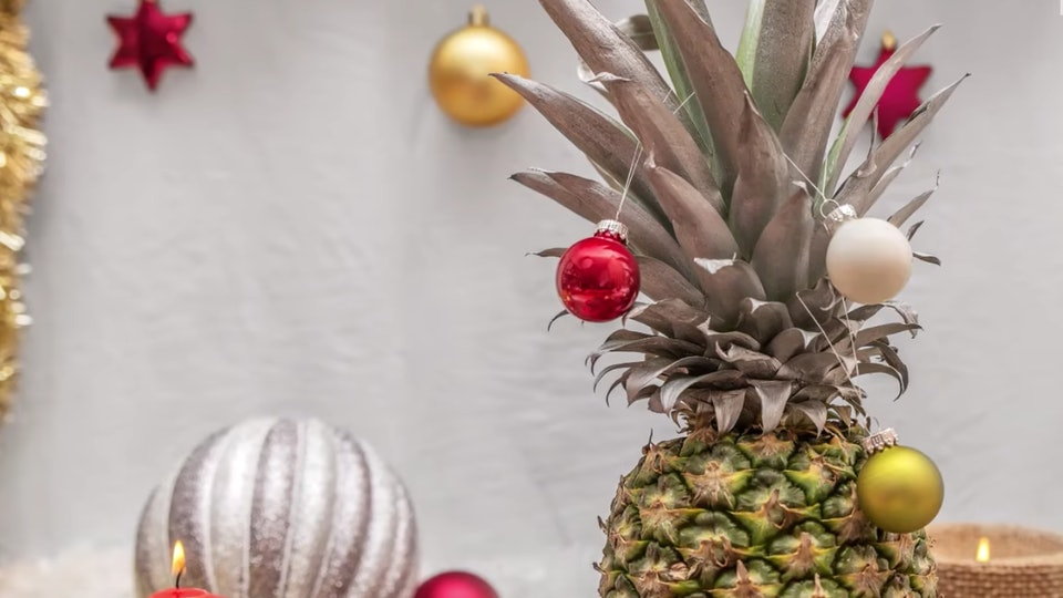 Christmas Pineapple.Pineapple Christmas Trees Are The Newest Holiday Trend