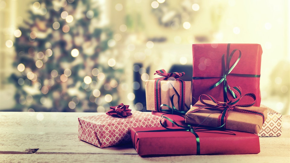 Christmas Presents Under Tree.How To Put Presents Under Your Christmas Tree Like A Pro