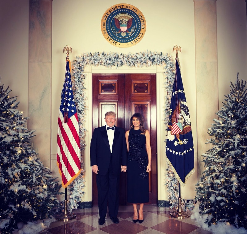 White House Red Christmas Trees Photoshop Twitter 2020 The Trumps' Christmas Photo Is Missing Barron & Twitter's Like