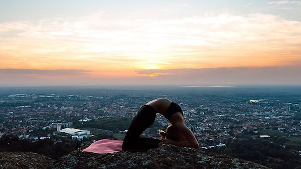 20 Yoga Poses For The Winter Solstice That'll Cleanse Your