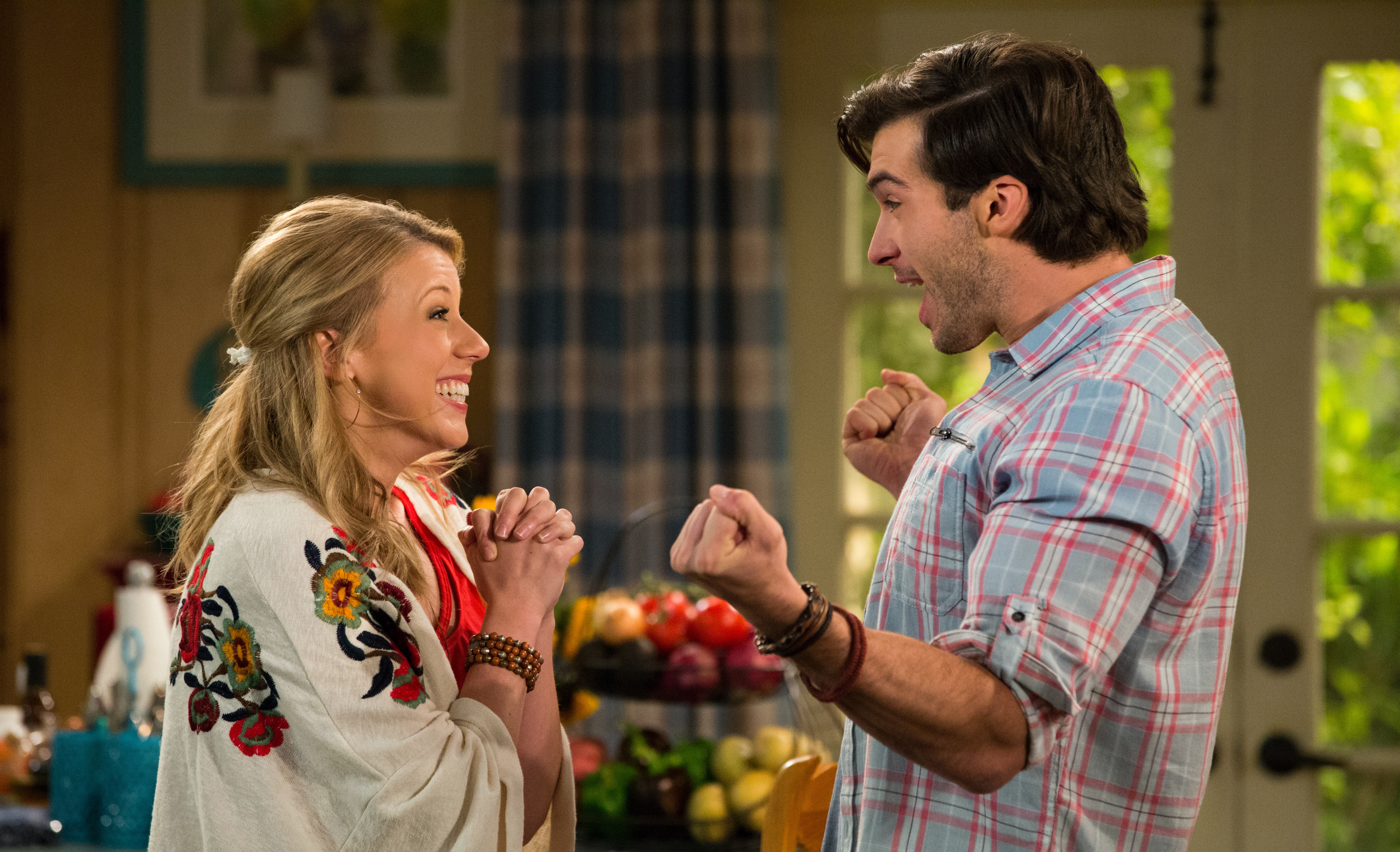 Will Stephanie Have Triplets In 'Fuller House' Season 4? The