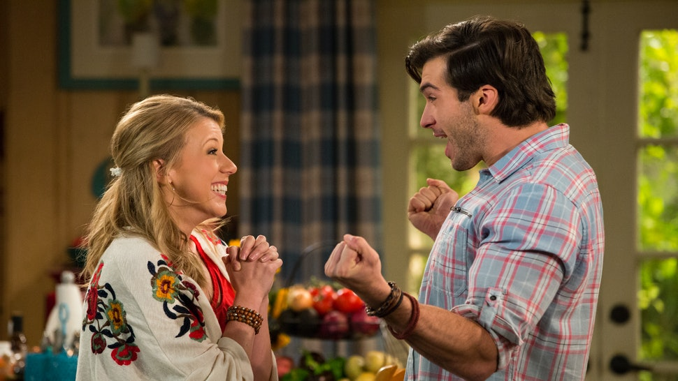 Will Stephanie Have Triplets In 'Fuller House' Season 4? The Clues
