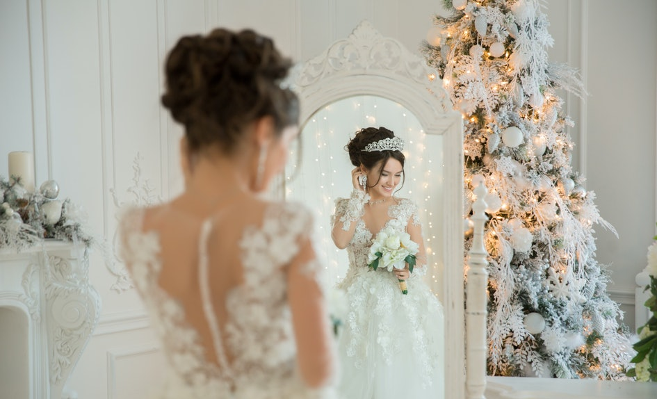 10 christmas wedding ideas that truly bring the holiday magic to life