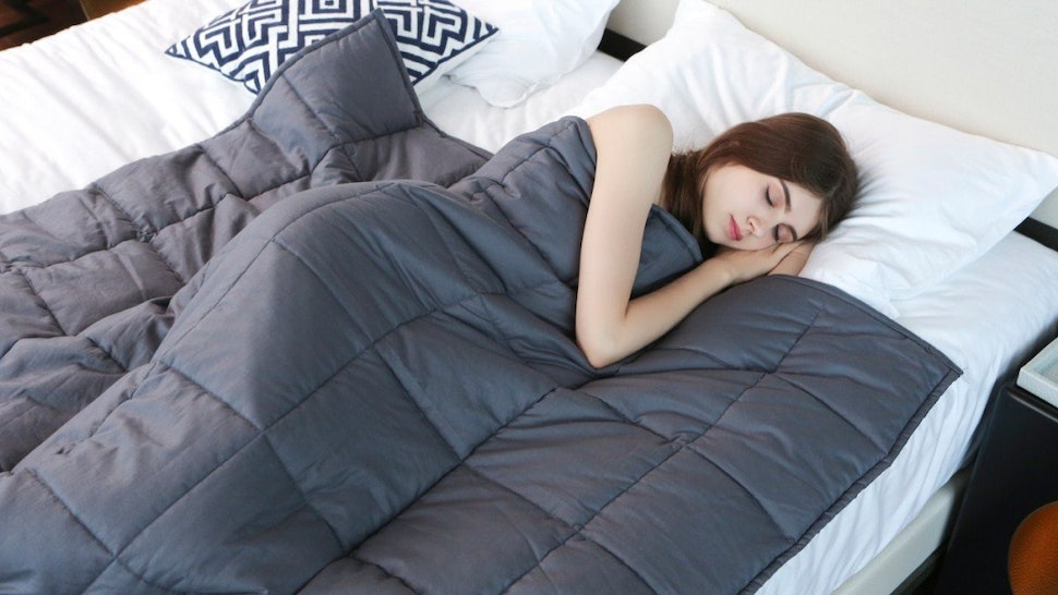 6 Benefits Of Using A Weighted Blanket Thatll Make You Want To Try One