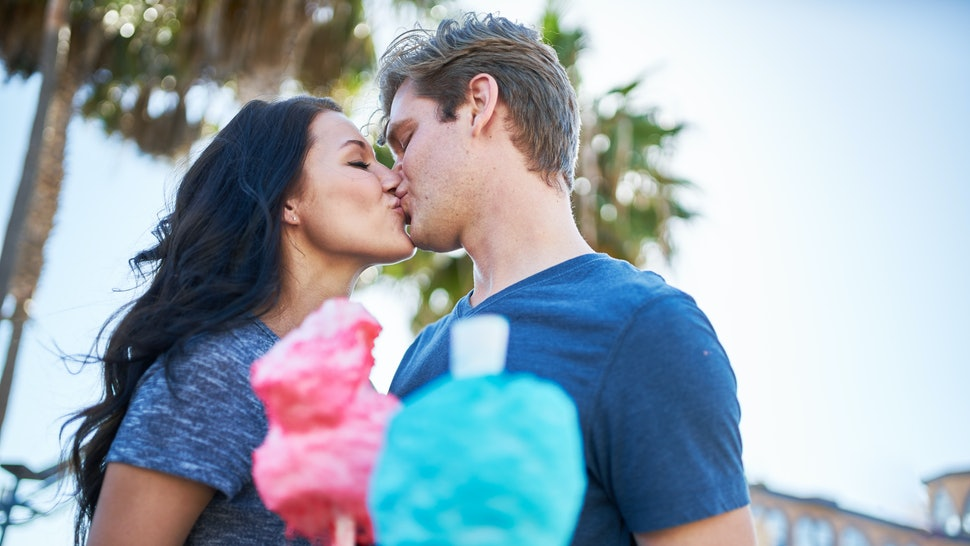 7 Amazing Things That Happen To Your Body When You Kiss