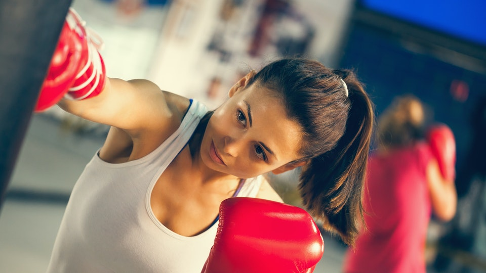 9 Beginner Kickboxing Mistakes Everyone Makes When They First Put On