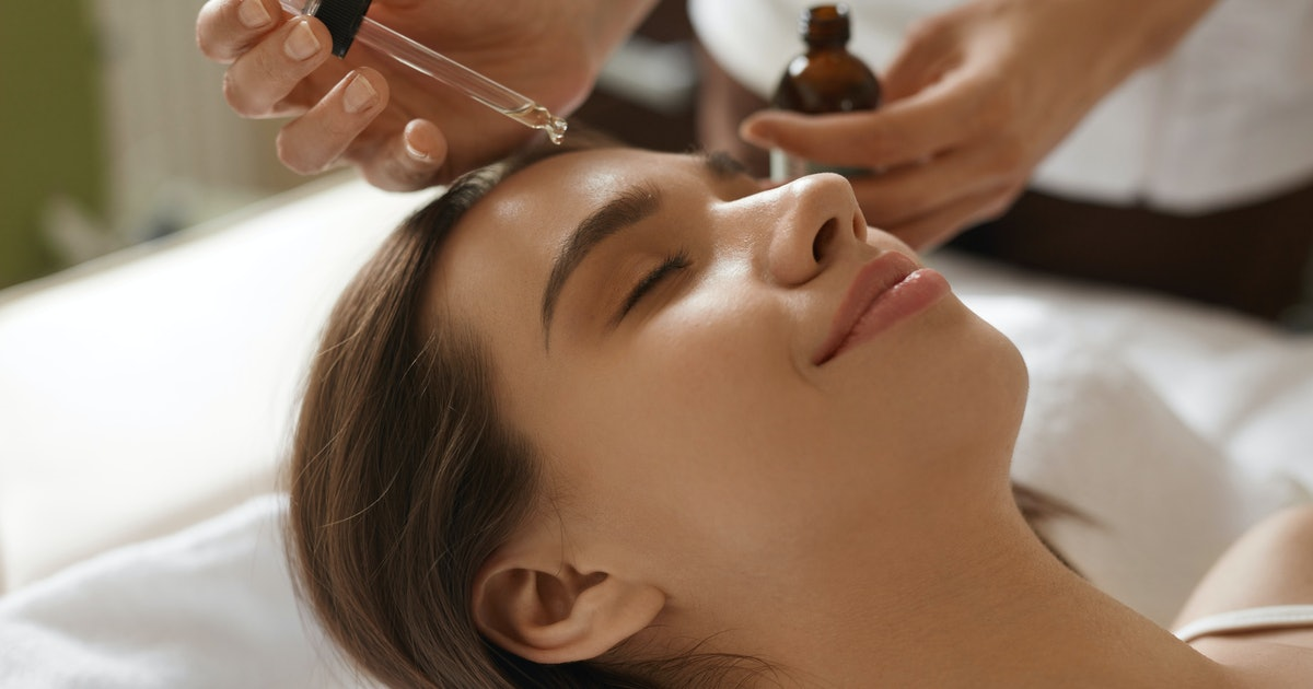 The 5 Best Hydrating Serums For Dry Skin