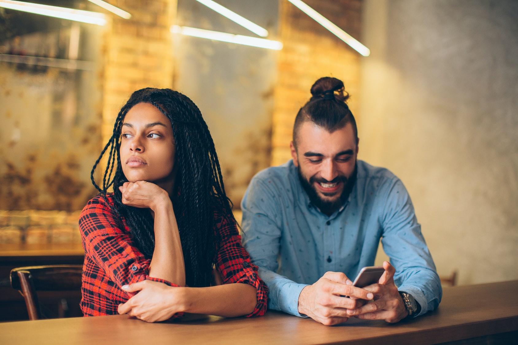 frenesi dating app 25 år gammal kvinna dating en 40 år gammal man