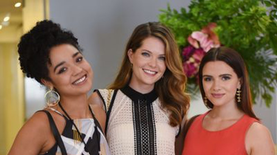 who plays sutton on 39 the bold type 39 meghann fahy isn 39 t new to tv. Black Bedroom Furniture Sets. Home Design Ideas