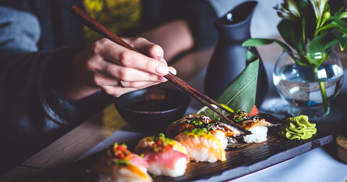 can eating sushi in the 1st trimester cause a miscarriage