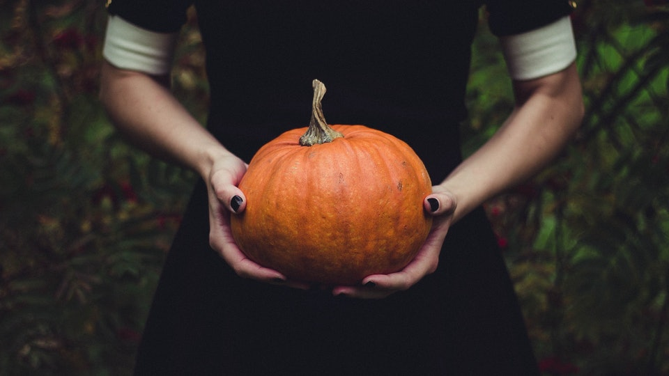 9 Creepy Ways To Dress Your Baby Bump For Halloween, So You