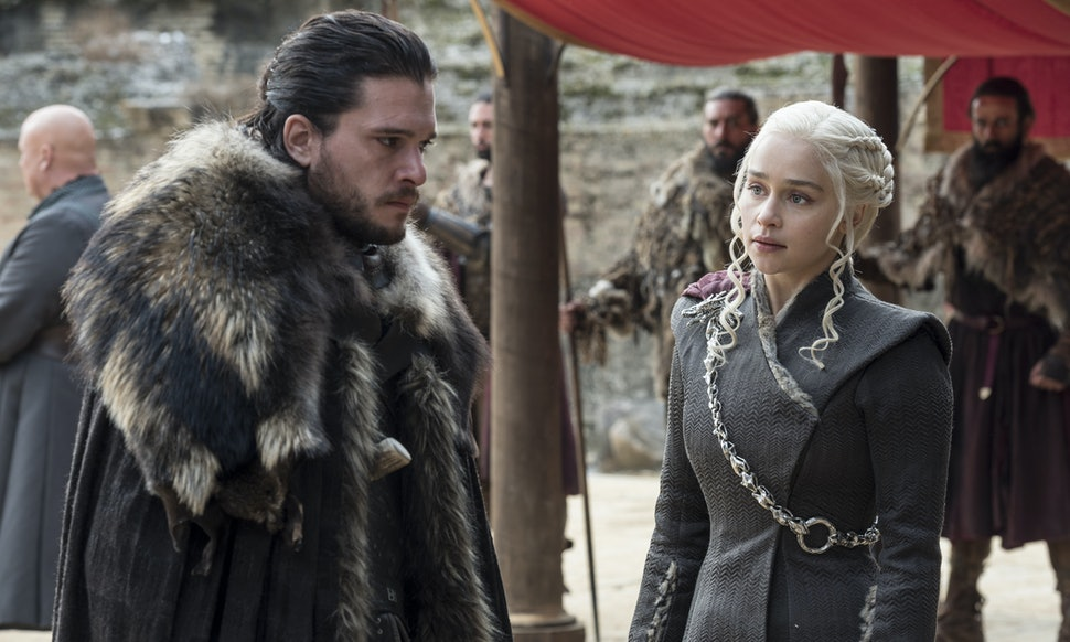 Did Kit Harington & Emilia Clarke Ever Date? The Rumors Are As Old As The  Wall
