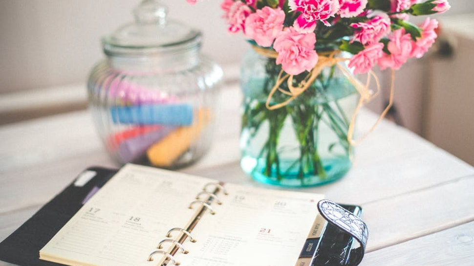 15 life changing hacks to do at the beginning of each month