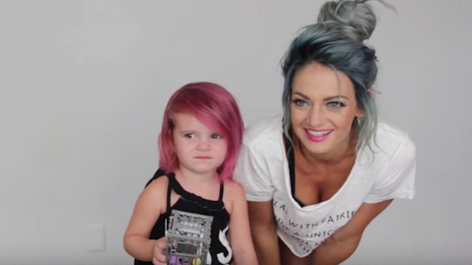 People Are Shaming This Mom For Dyeing Her Kid S Hair The Backlash Is So Misguided