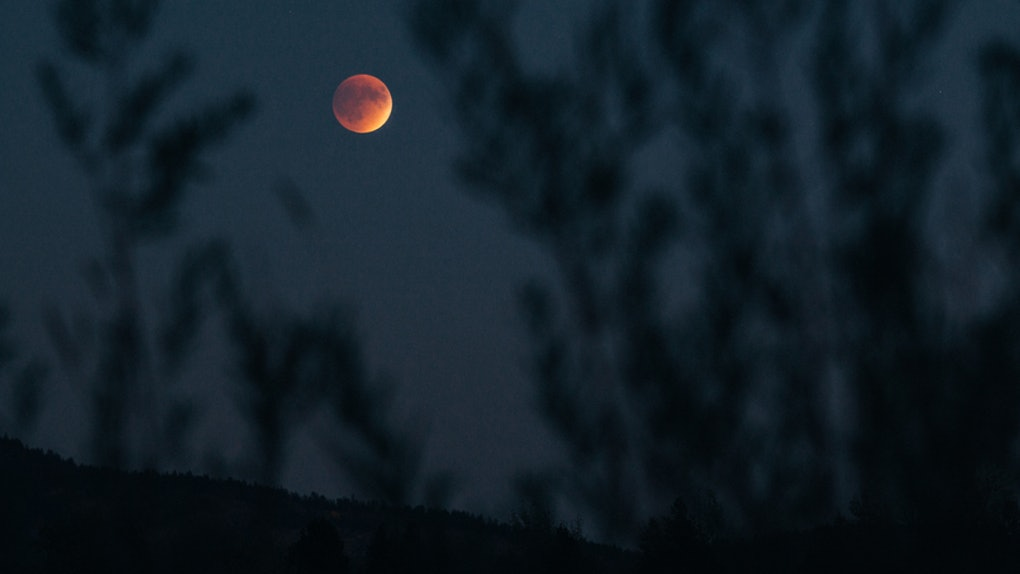 How The Super Blue Blood Moon Affects Your Period Might Be A