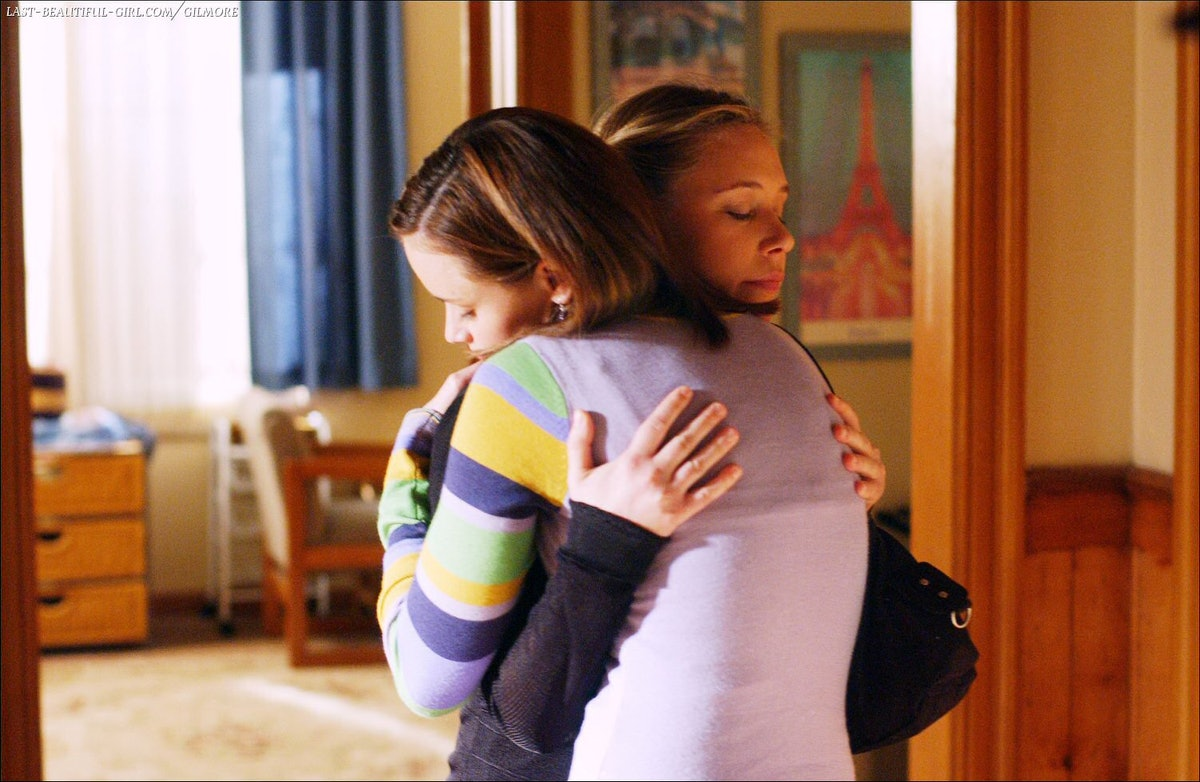 People Hug To The Left Versus The Right Depending On The Emotion Of The Situation, According To A Study