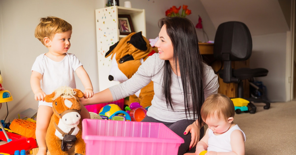 What A Police Officer Wants You To Know About Hiring A Babysitter, So You & Your Kids Are Safe