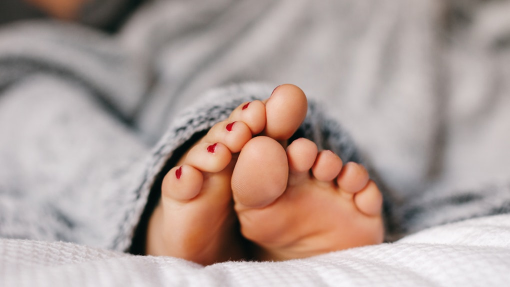 Putting Essential Oils On Your Feet Is The Secret To Getting