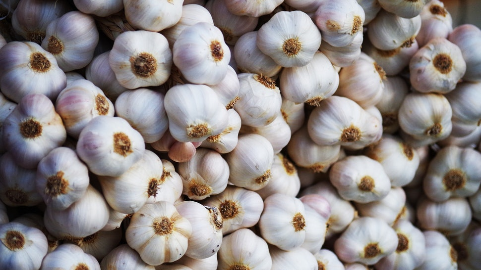 Garlic Has Major Health Benefits, Like Warding Off Acne, Grey Hair