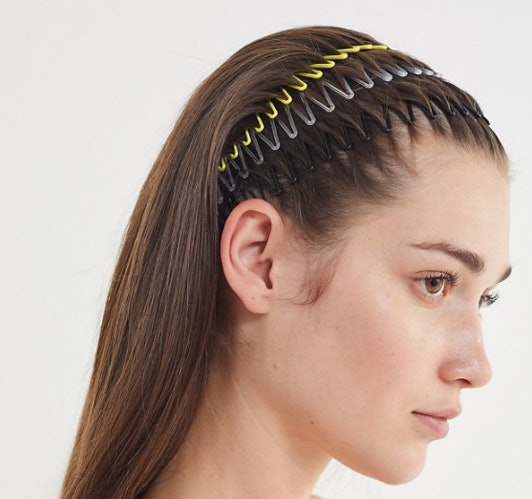 Kendall Jenner s Stretch Comb Accordion Headband Is The Super Cheap  90s  Trend You Can Copy For  3 1b7336a2fe3