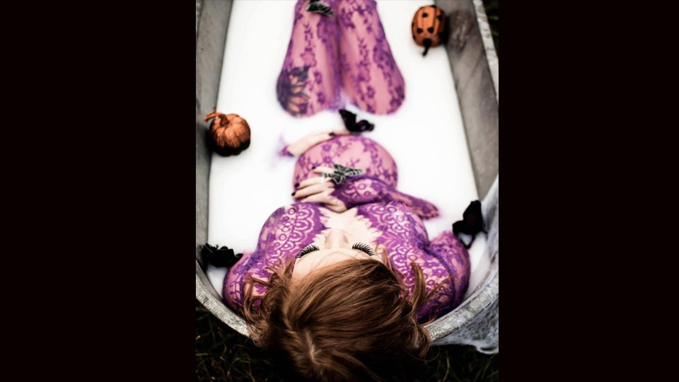 This Halloween Themed Maternity Shoot Is So Glamorous So