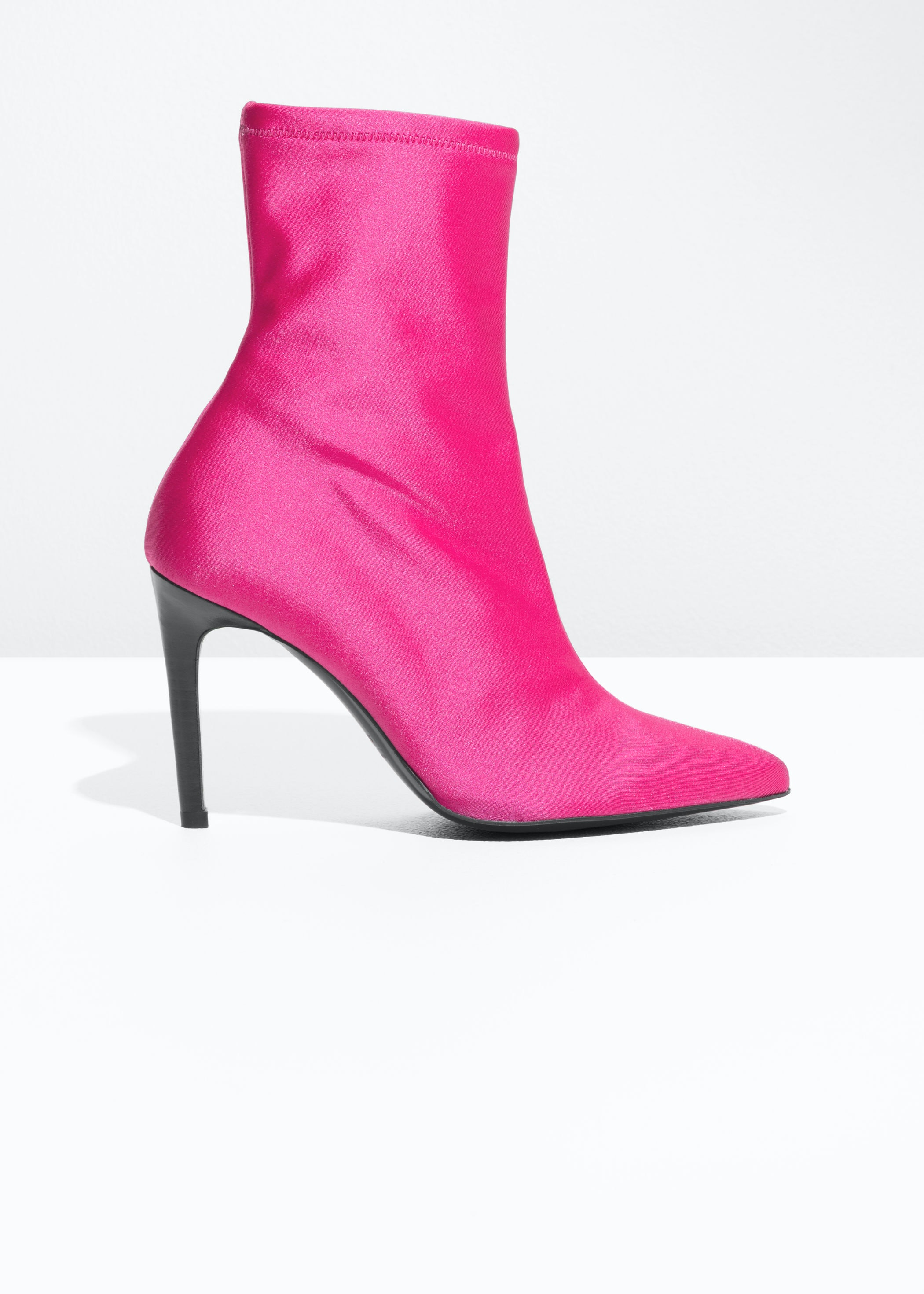 5 Ways To Pull Off The 2018 Neon Trend In Winter 0f8151158