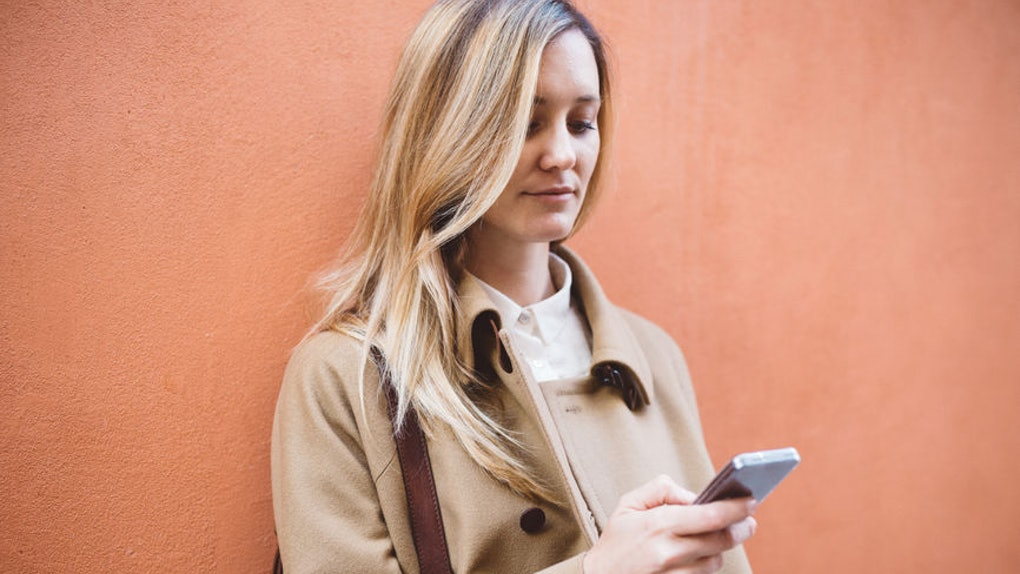 Who Should Text First After A Date? This Is What An Expert Says