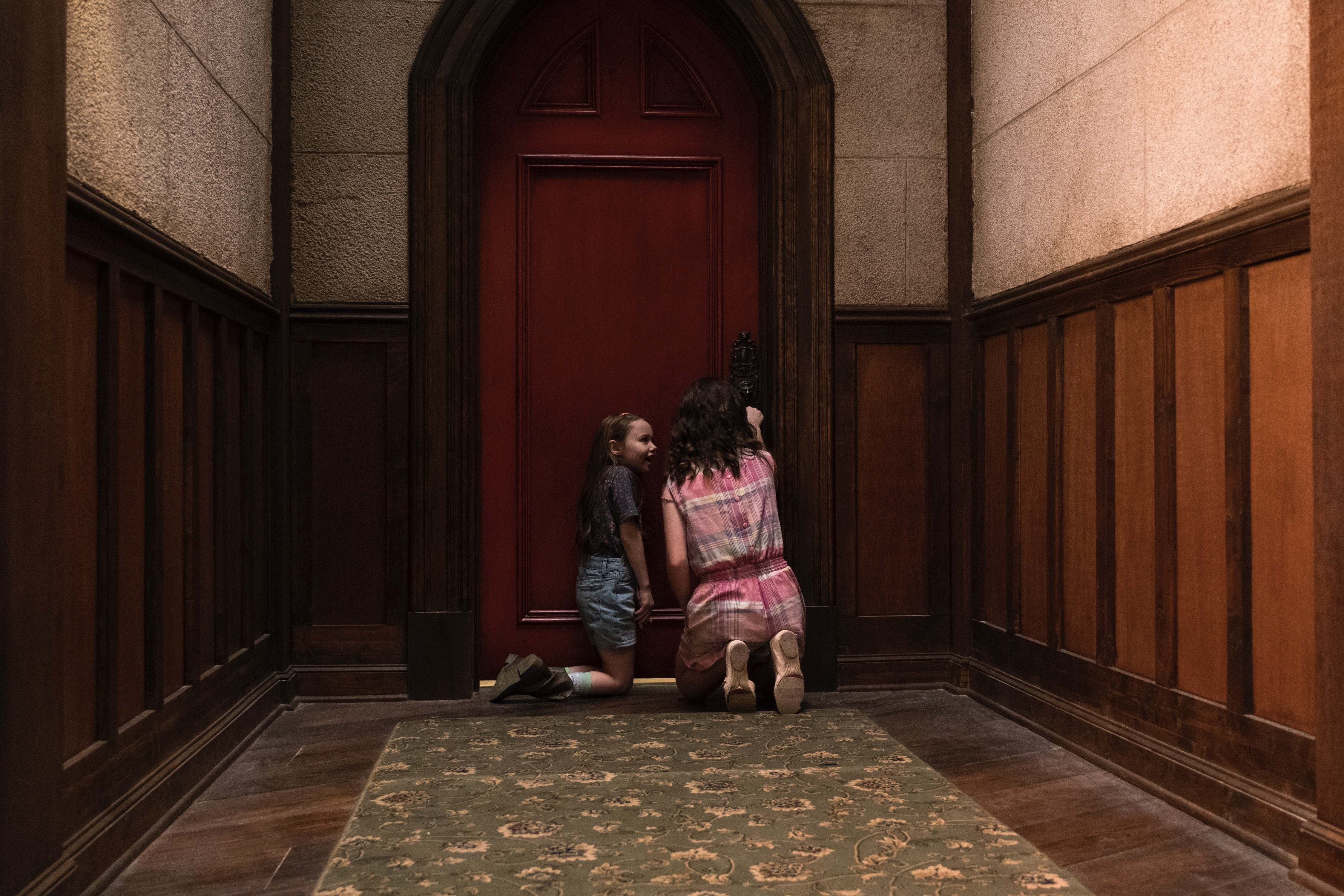 What S Behind The Red Door On The Haunting Of Hill House The Room Has A Mind Of Its Own
