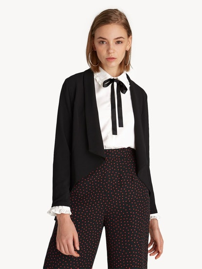 Asymmetric Buttonless Blazer in Black