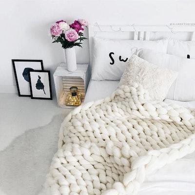 Ohhio's Grande Punto Chunky Blanket.