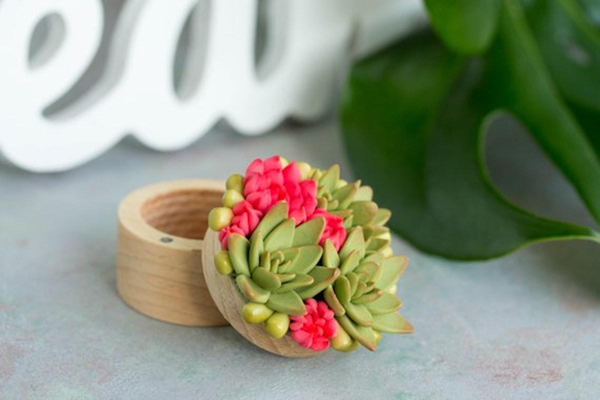 Green Succulent Ring Box Bearer Case